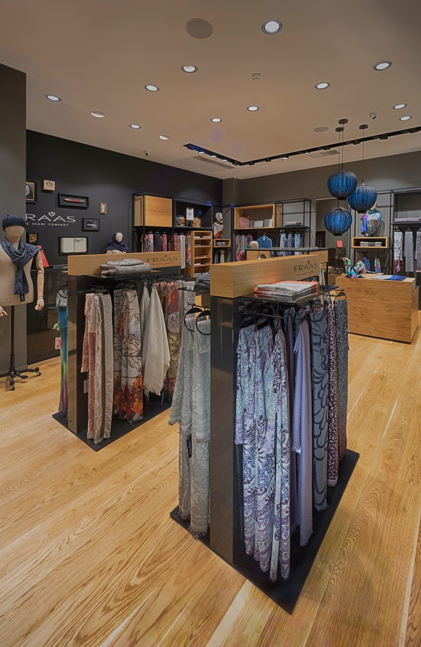 FRAAS_Store_Sana_Mall_02